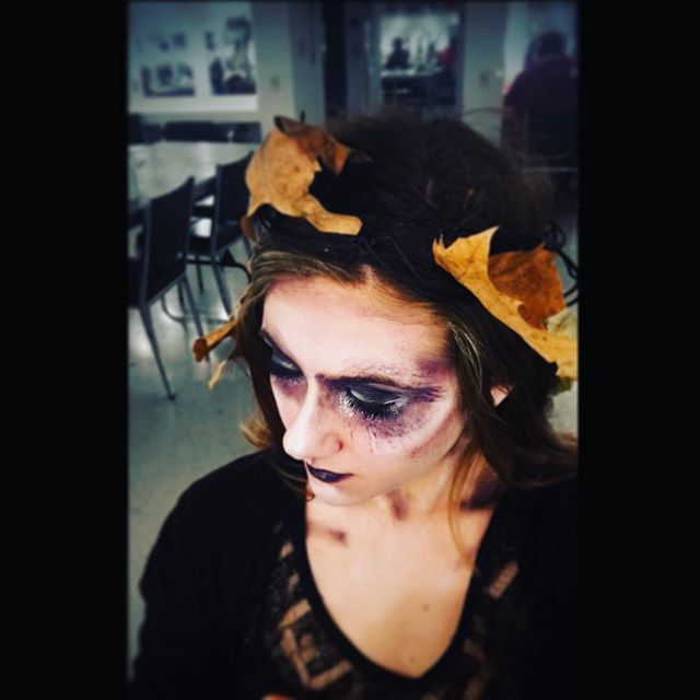 352 days until next Halloween 🖤. #ookyspooks #maddiethevampirestrikesagain #maddiethevampire #spookyfairy #contouring #fairymakeup #fairydust #fallfairy