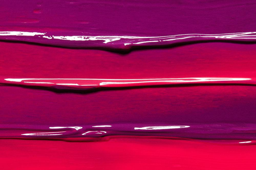 tom-medvedich-still-life-cosmetics-lipgloss-01.jpg