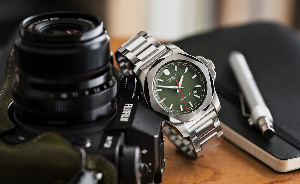 tom-medvedich-still-life-jewelry-watches-victorinox-inox-green-01.jpg