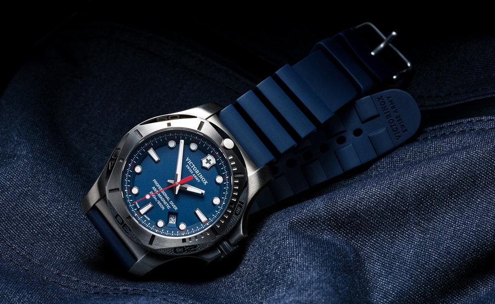 tom-medvedich-still-life-jewelry-watches-victorinox-inox-navy-01.jpg