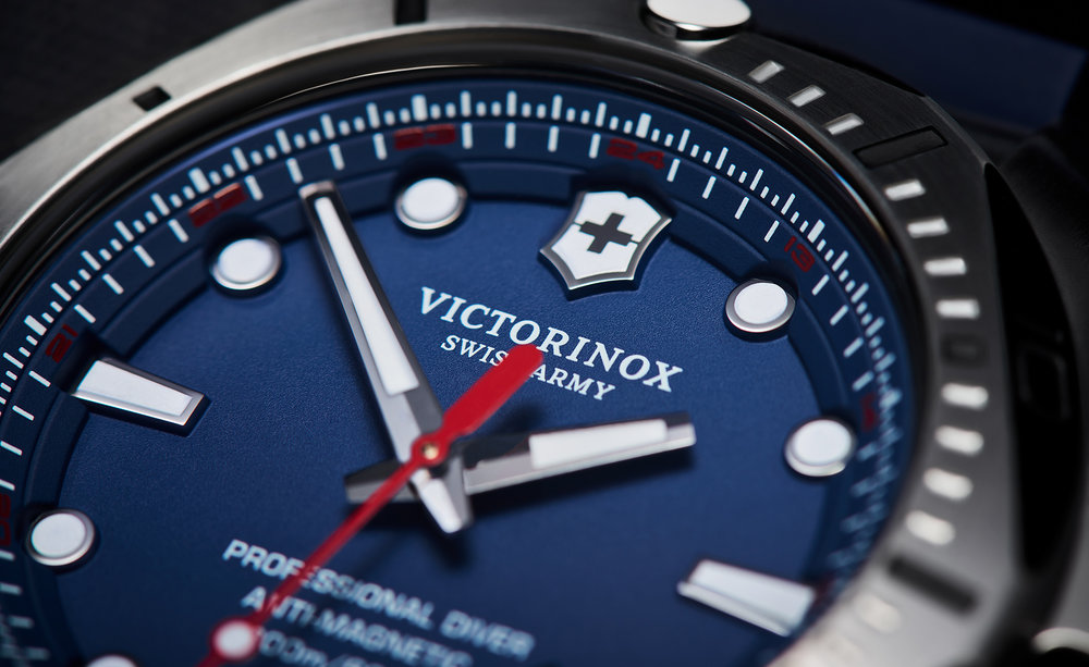 tom-medvedich-still-life-jewelry-watches-victorinox-inox-navy-macro.jpg