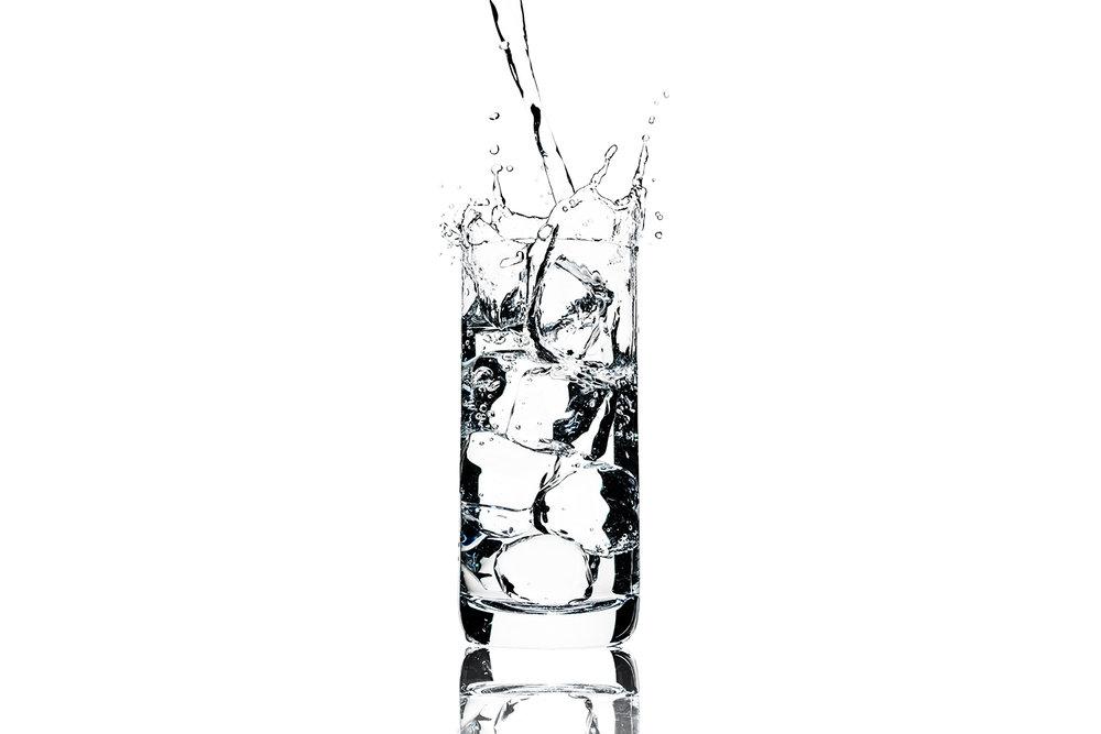 tom-medvedich-still-life-beverages-water-glass-splash-web-new.jpg