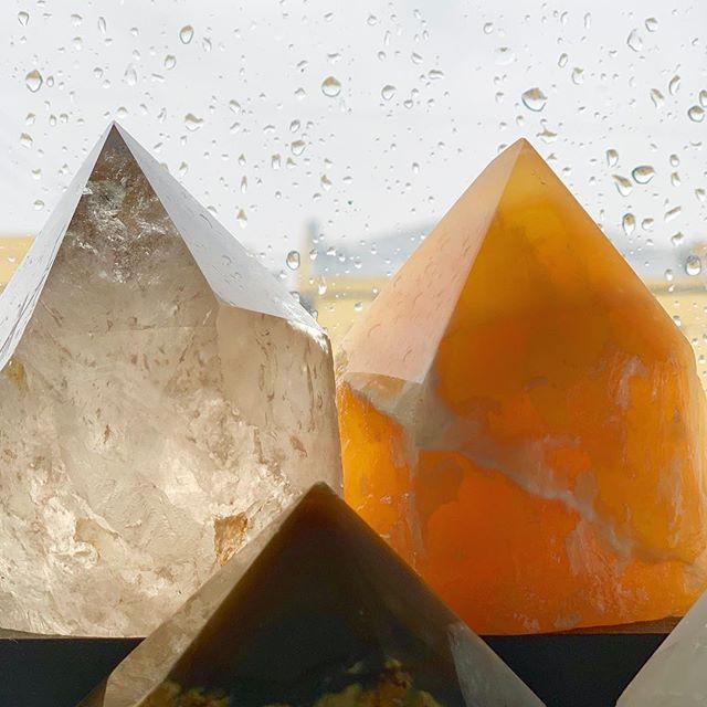 Rainy days & crystals on our windowsill will surely bring rainbows ✨ • • • • • • • #crystalheart #shopcrystalheart #orangecalcite  #rain #smokyquartz #crystals #gems #healing #stones #chakra #heartchakra #magic #beauty #positiveenergy #beauty #positivevibes #losangeles #brazil #usa #stone #gem #crystal #windowsill