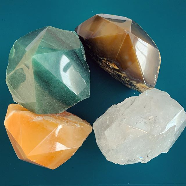 Crystal combo for today at work. Green quartz(success), agate(good health), clear quartz(clarity) and orange calcite(creativity). . . . #crystalheart #shopcrystalheart #orangecalcite #creativity #crystals #gems #healing #stones #chakra #heartchakra #magic #beauty #positiveenergy #orange #clearquartz #success #positivevibes #losangeles #brazil #usa #mind #body #soul #stone #gem