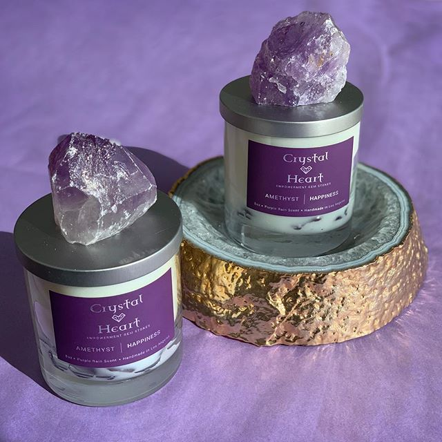 Amethyst 'crown chakra' helps purify the mind. Our happiness crystal x candle 💜 . #candles #crystals #coconutwax #shopcrystalheart #brazil #california #gems #stones #crystalheart #amethyst #rosequartz #sodalite #greenquartz #blackobsidian #stone #crystal #collection #gift #candle #fragrance #love #homedecor #beauty