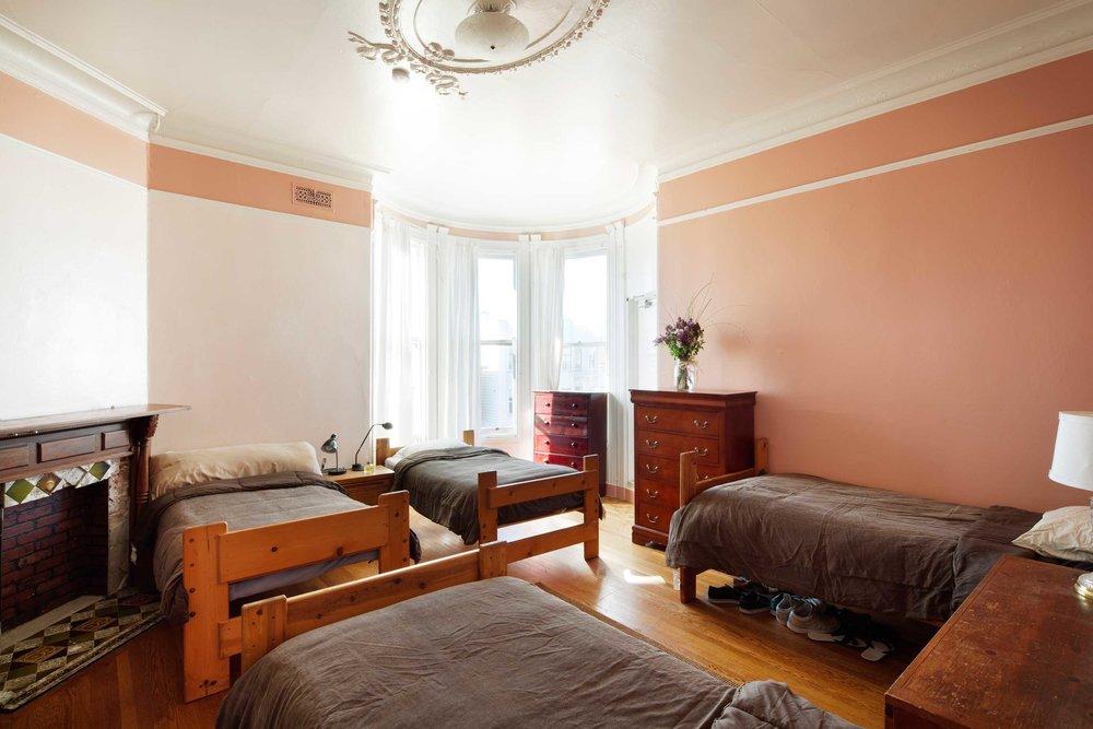 bedroom1_horiz__copy.jpg