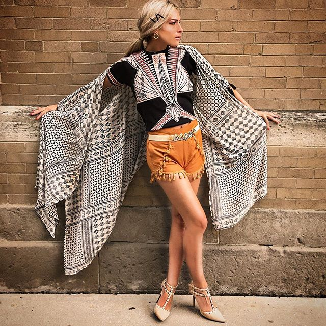 When you try to spread your wings but they just won't fly. 😔🐛🦋. #caftan from #morroco , #geometricprint shirt by @herveleger , #tassel #highwaistshorts & #elasticbelt from @shopakira , #rockstar #studdedheels by @maisonvalentino . #feelingblue 🦋. #brokenwings (#brokenshoulder ) #frustratedbutdetermined #fashionbeforefeelings #keepmovingforward #printsandpatterns #printlover #earlyfallstyle #fallcolors #allinthedetails #citychic #styleinspo #stylefile #stylegoals #fashionvibes #fashionwithfeeling 💨🐛😥