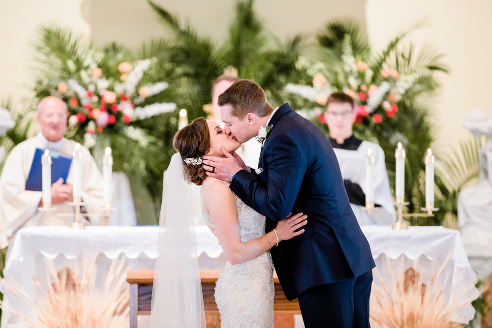 first kiss as husband and wife md wedding photographer