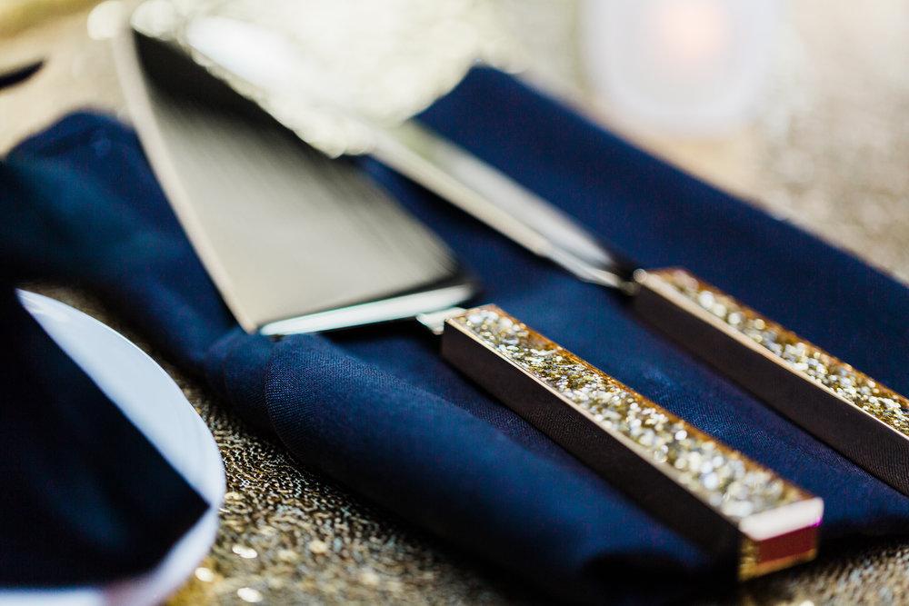 gold glitter cake serving set - maryland wedding photographer