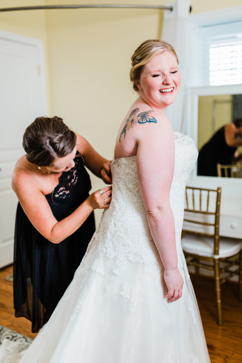 bride laughing while getting ready in her bridal suite - pasadena md wedding - best maryland wedding photographer and videographer - waterfront wedding venues in maryland - kurtz's beach bridal cottage