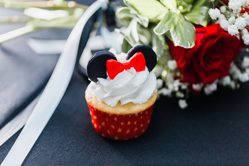 minnie mouse cupcakes - wedding inspo - disney wedding details - maryland wedding photographer