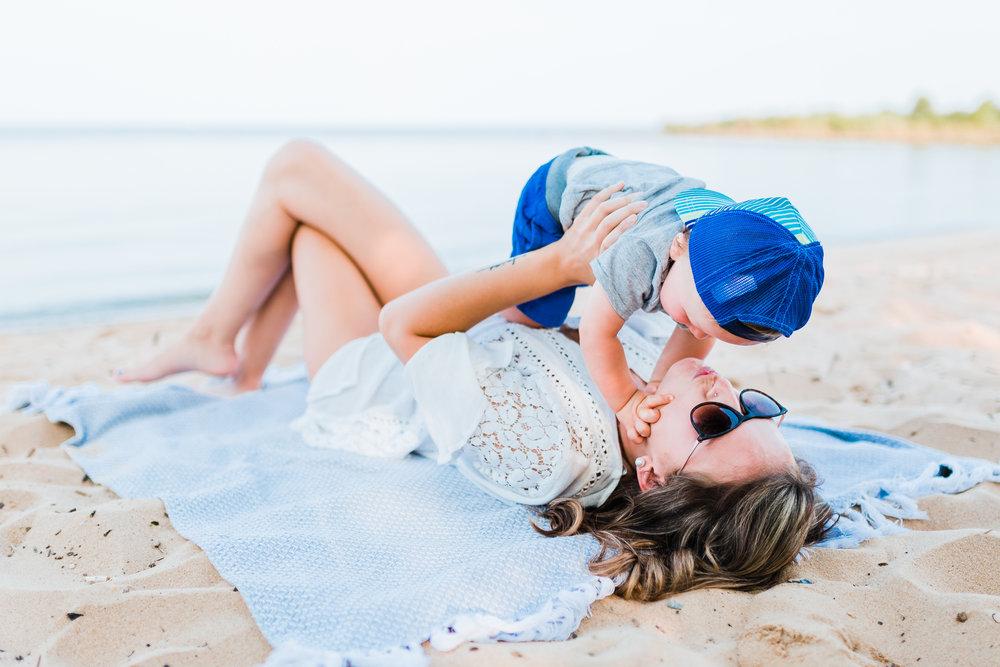 mom and baby photoshoot inspo - maryland beach photography - maryland family photographer