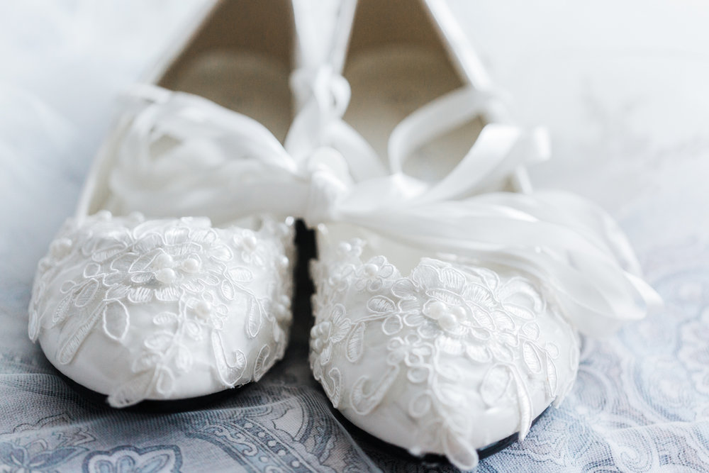 lace bridal shoes - wedding shoes - bridal details