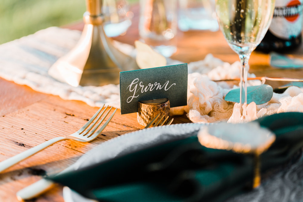 rustic and boho place settings - place card ideas - EC Letters Calligraphy - gold wedding accents