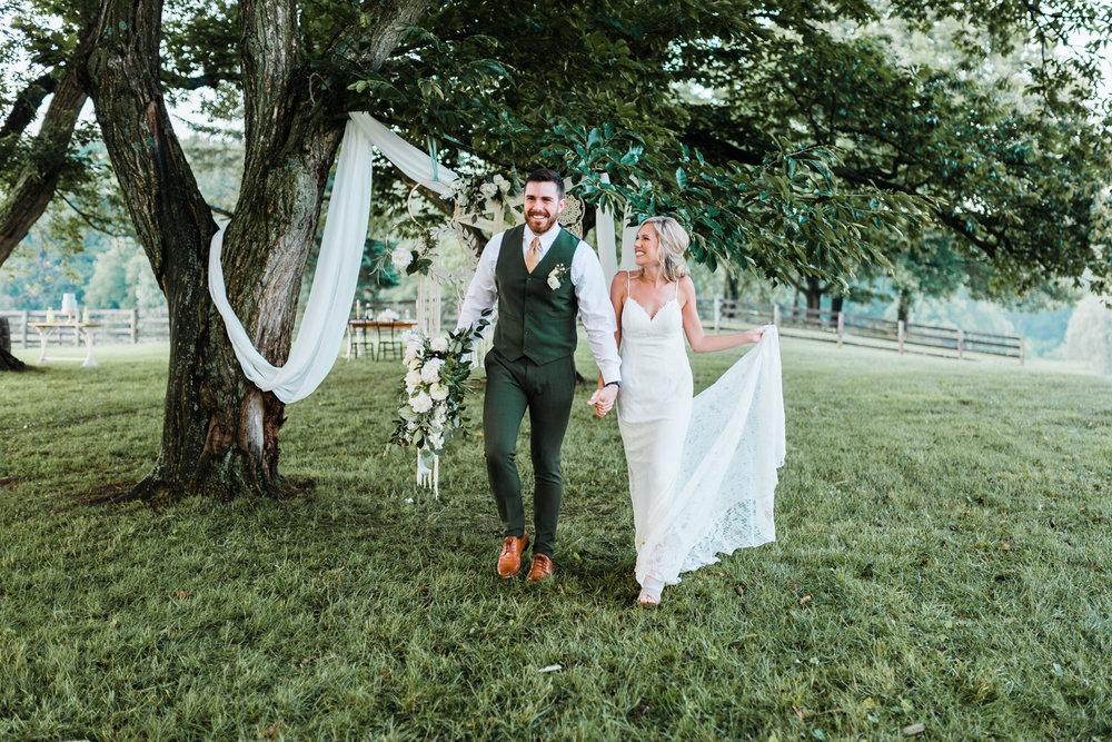 styled wedding shoot - free form bouquet ideas - dream catcher wedding - best maryland wedding photographer and videographer - Chantilly Design and Events