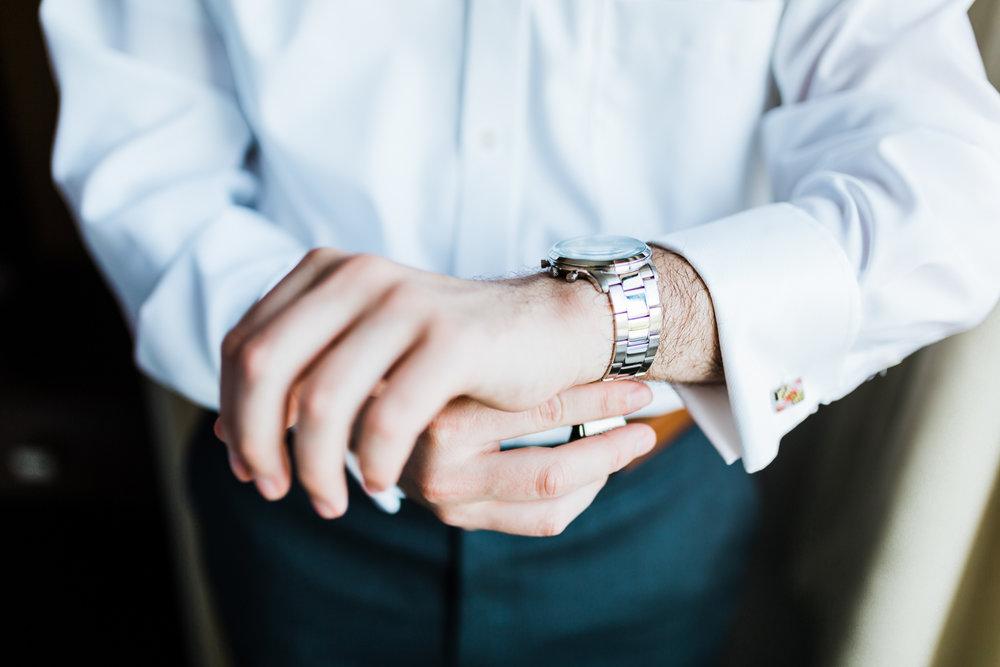 groom-watch-md.jpg