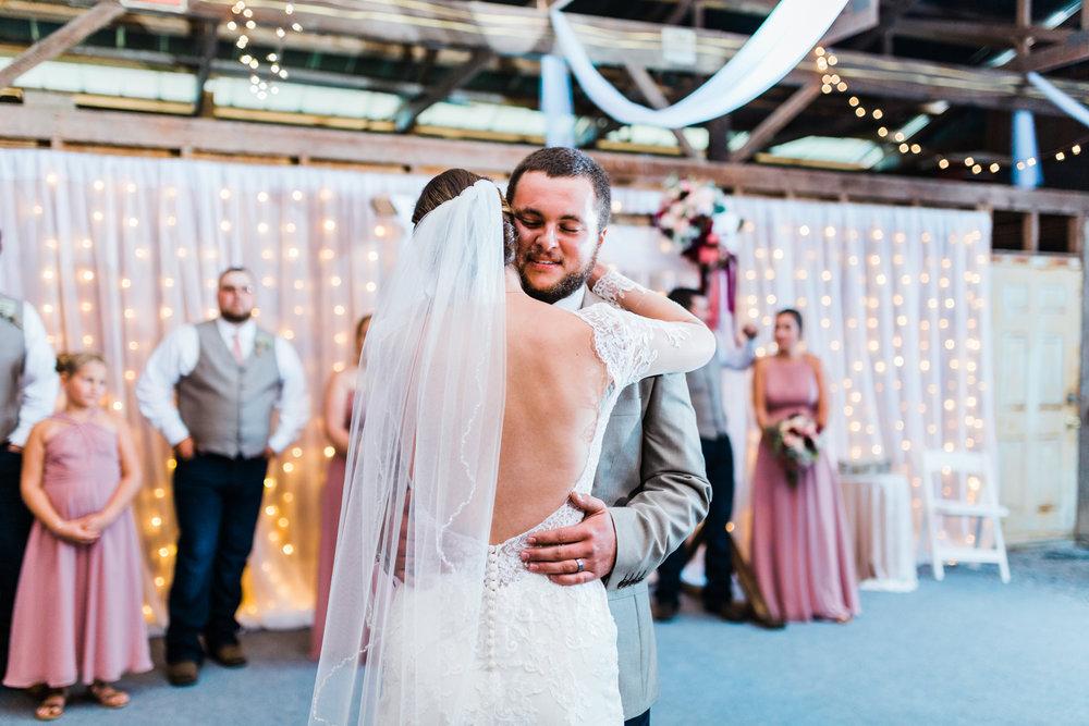 sweet first dance - barn weddings in maryland