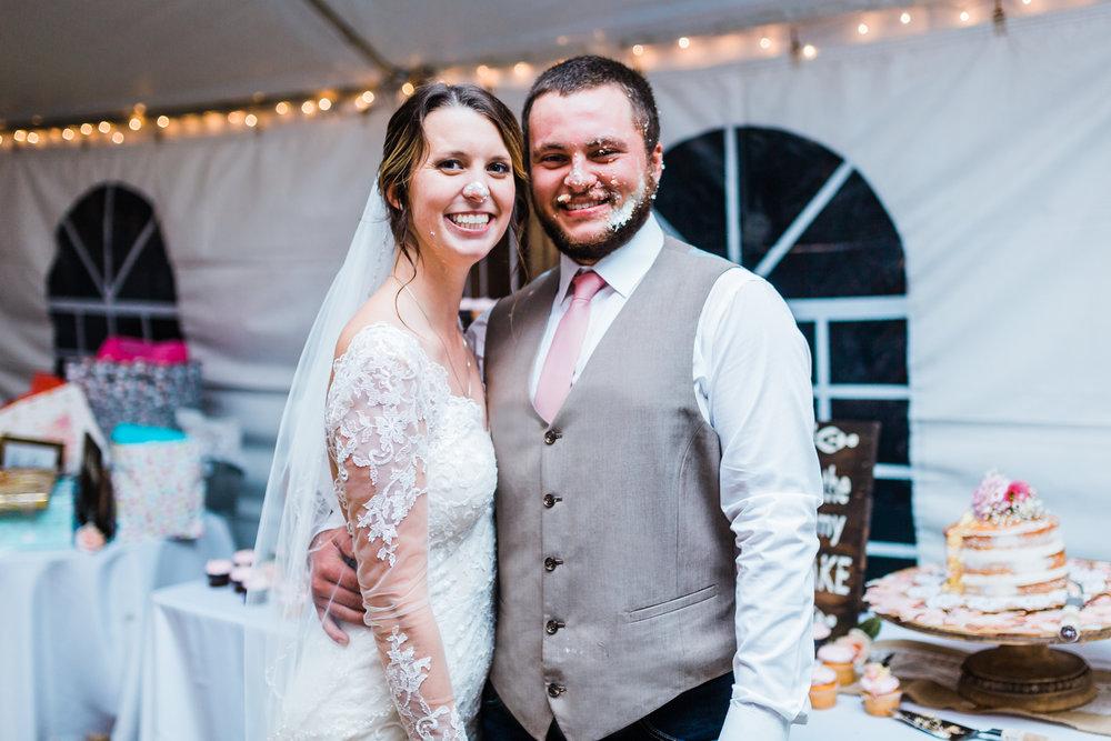 adorable-bride-groom-cake.jpg
