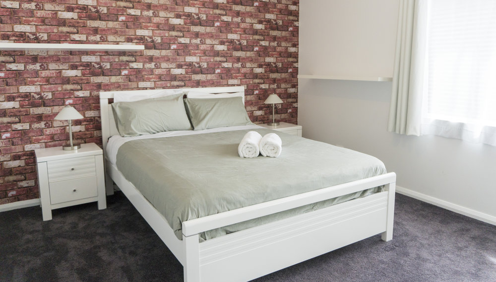 O&E QUEEN BED 1.jpg