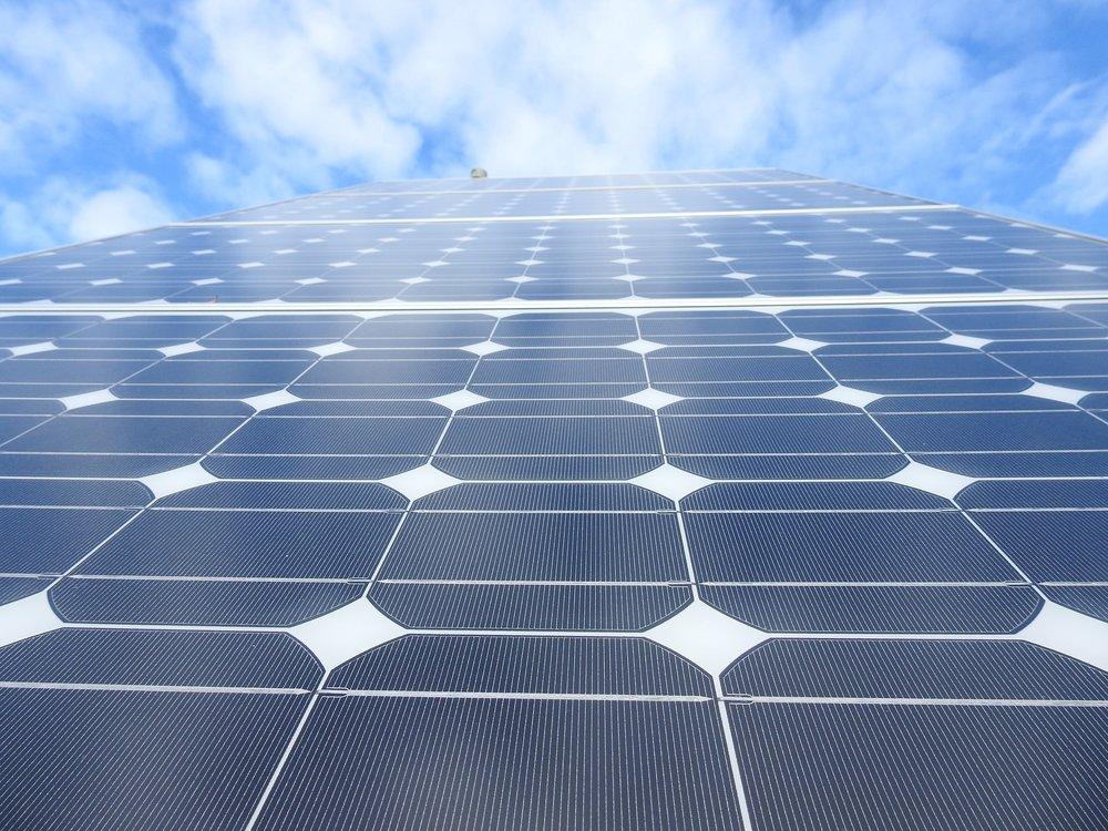 solar-panels-1726540_1920.jpg