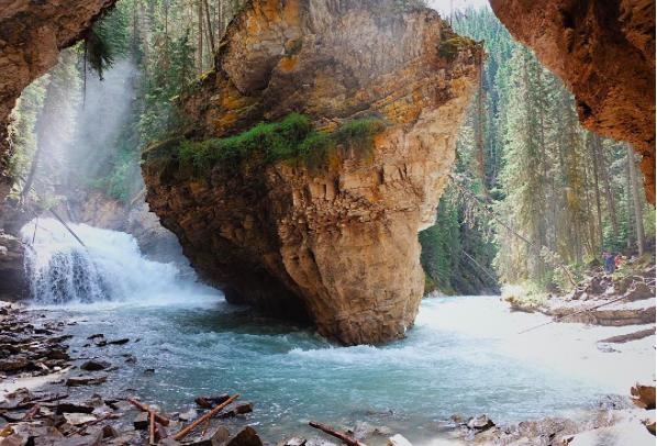 @Johnston Canyon, Lower Falls in Banff National Park (图片来自网络)