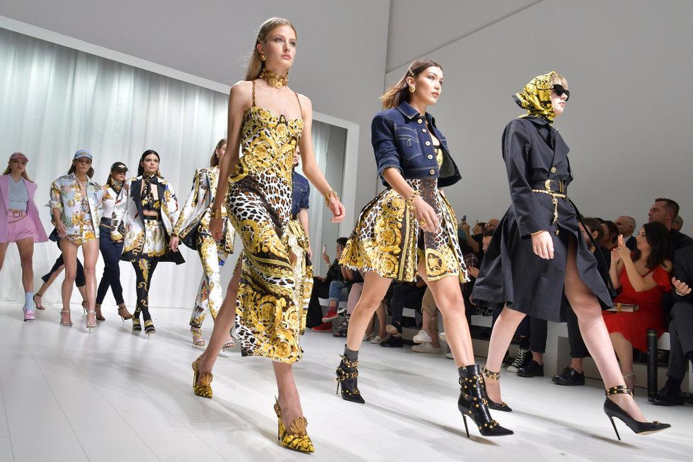 versace-hero-rtw-spring-2018-milan-fashion-week-mfw-002.jpg