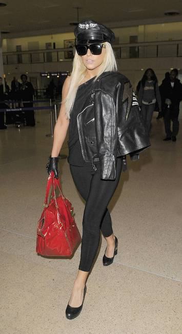 gaga_heathrow.jpg