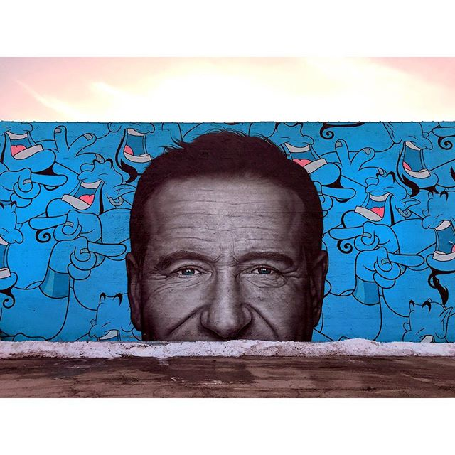 You ain't never had a friend like me 💙 . . . #robinwilliams #robinwilliamsquote #murals #chicagomural #chicagomuralist #muralart #aladdin #genie #chicagoart #aladdinmovie #robinwilliamstribute #muralpainting #chicagogram #chicago #photooftheday #photogram