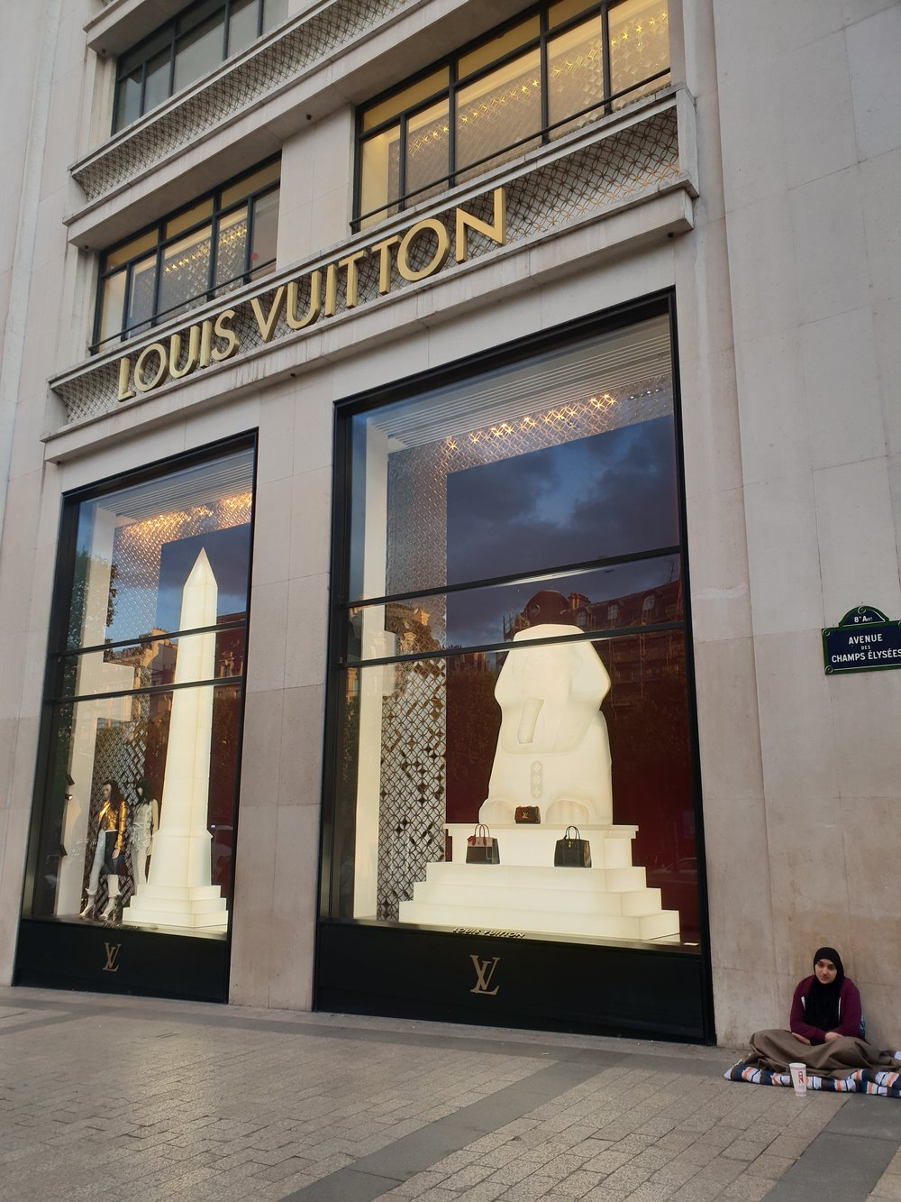 Louis Vuitton, Des Champs Elysees