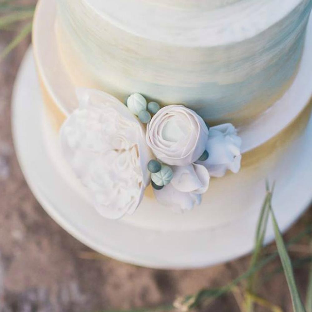 Scottish-wedding-suppliers-wedding-cakes-rosewood-beach-cake.jpg