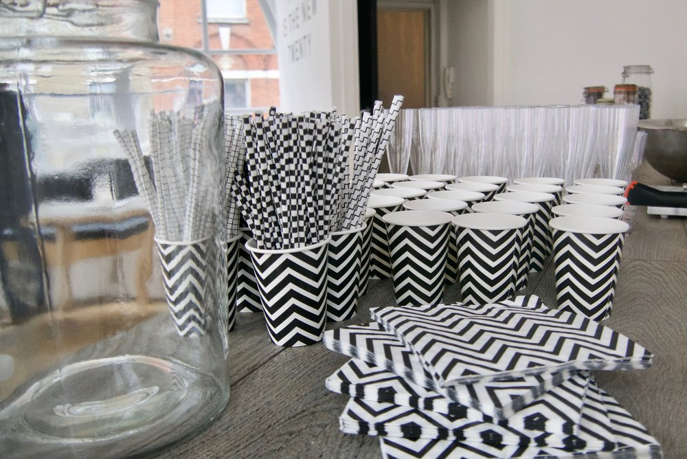 Black and white party How to decorate for a black and white theme4.jpg