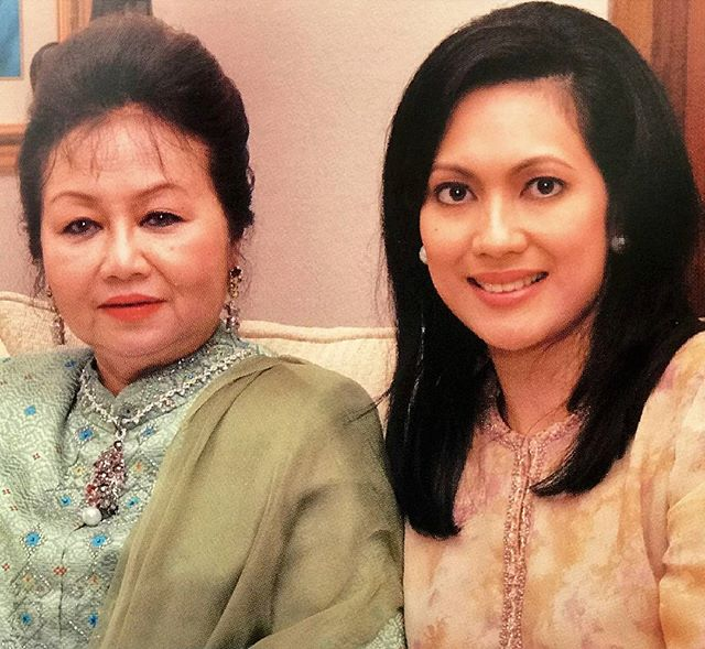 Datin Paduka Seri Endon Mahmood and Puan Sri Dato' Azrene Abdullah (Breast Cancer Foundation Chairman).