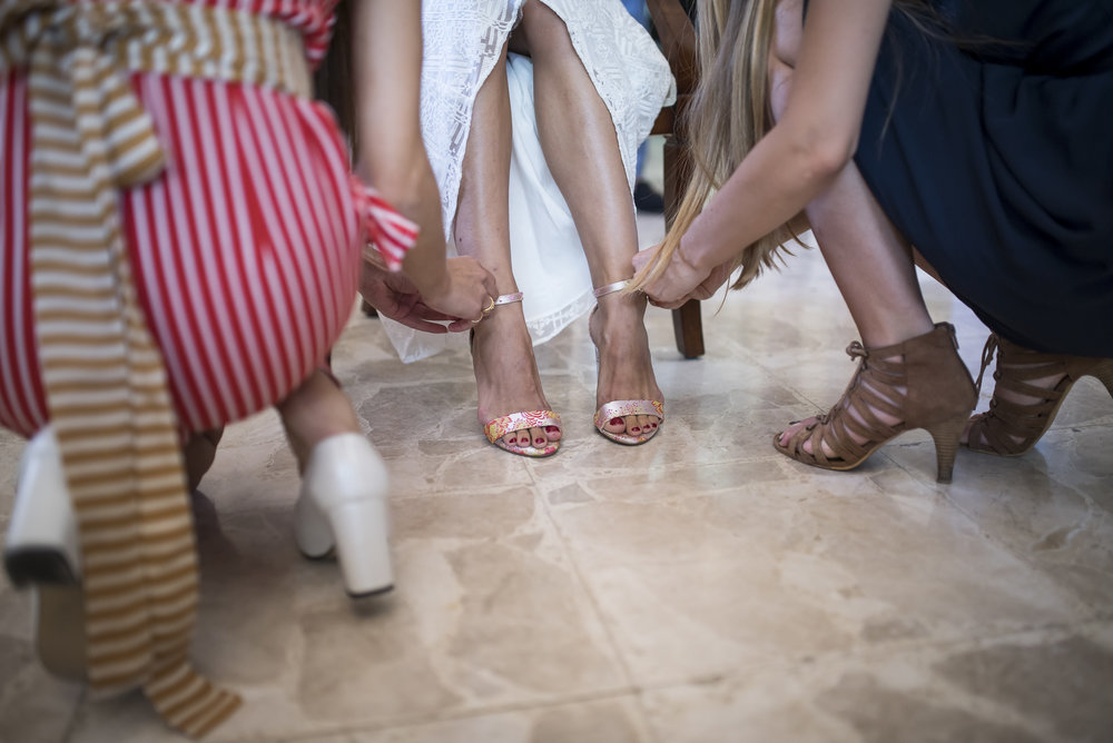 11.shoesbride_weddingPortfolio_CMP.jpg