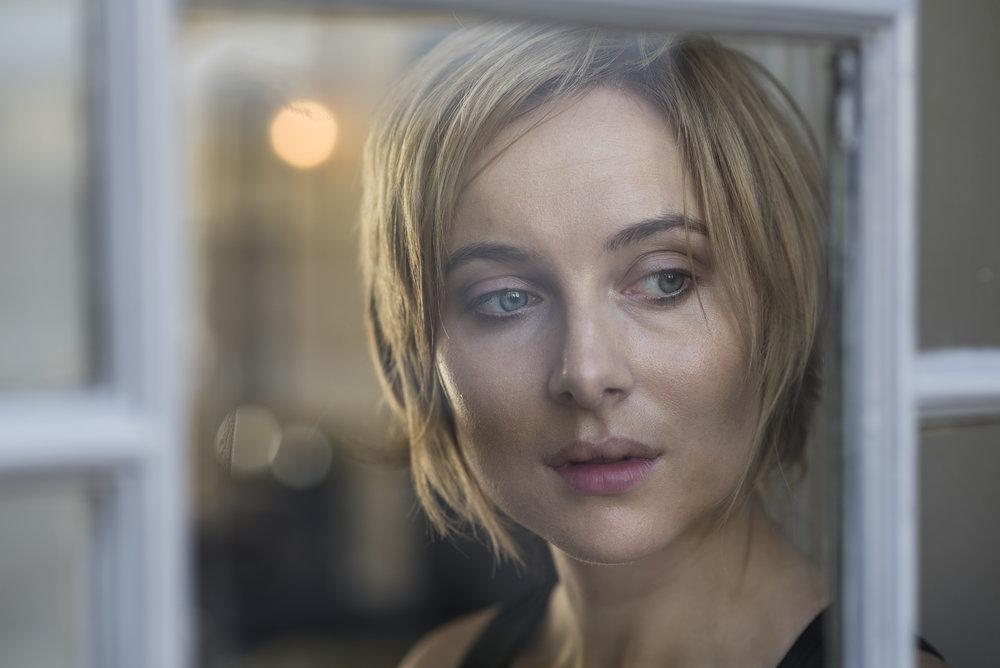 9.windowgirl_portrait_CMP.jpg