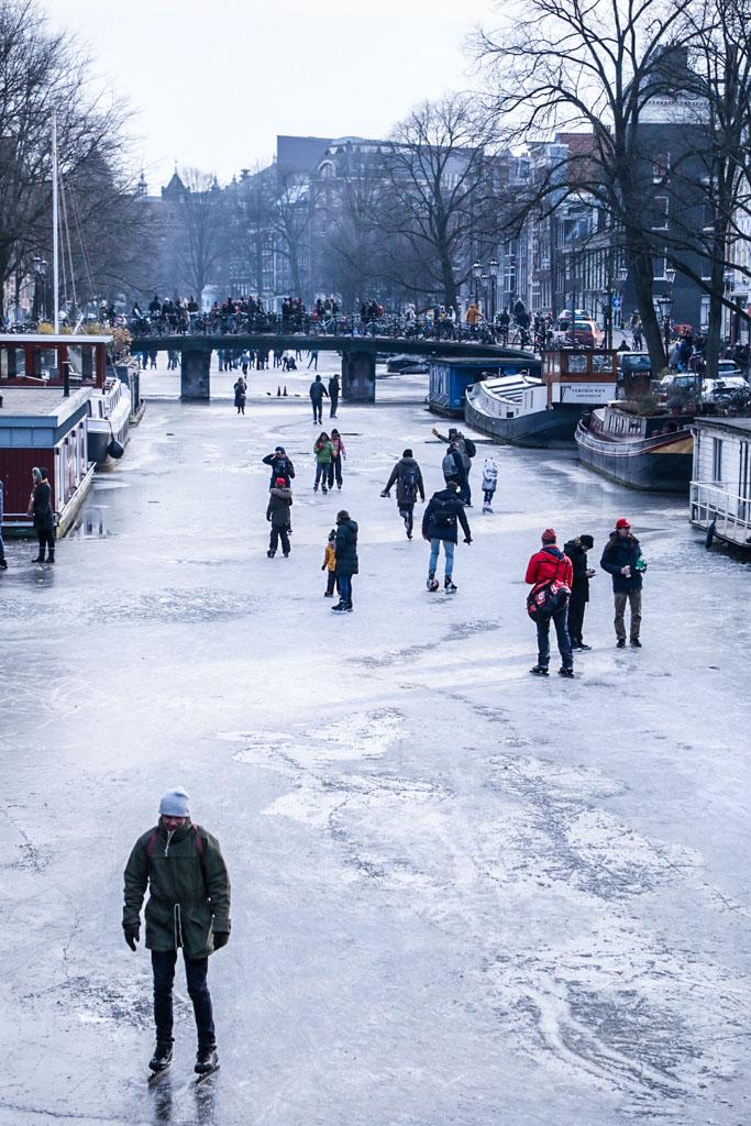 LilyWanderlust-Amsterdam-Frozen-Canals-11.jpg