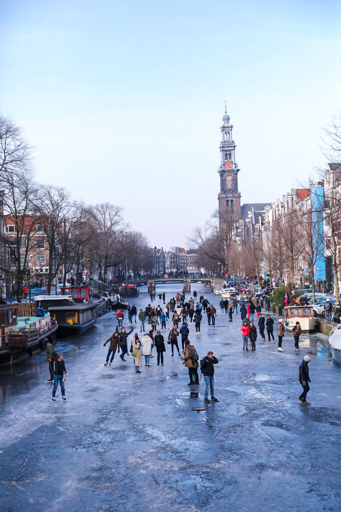 LilyWanderlust-Amsterdam-Frozen-Canals-13.jpg