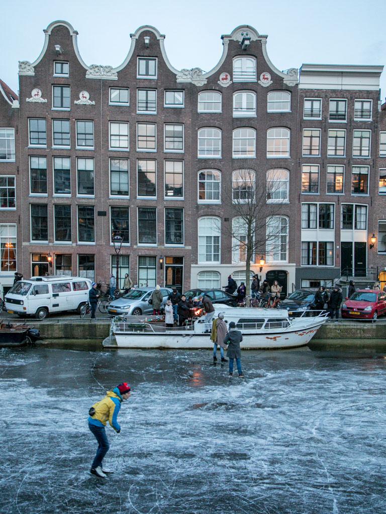 LilyWanderlust-Amsterdam-Frozen-Canals-28.jpg