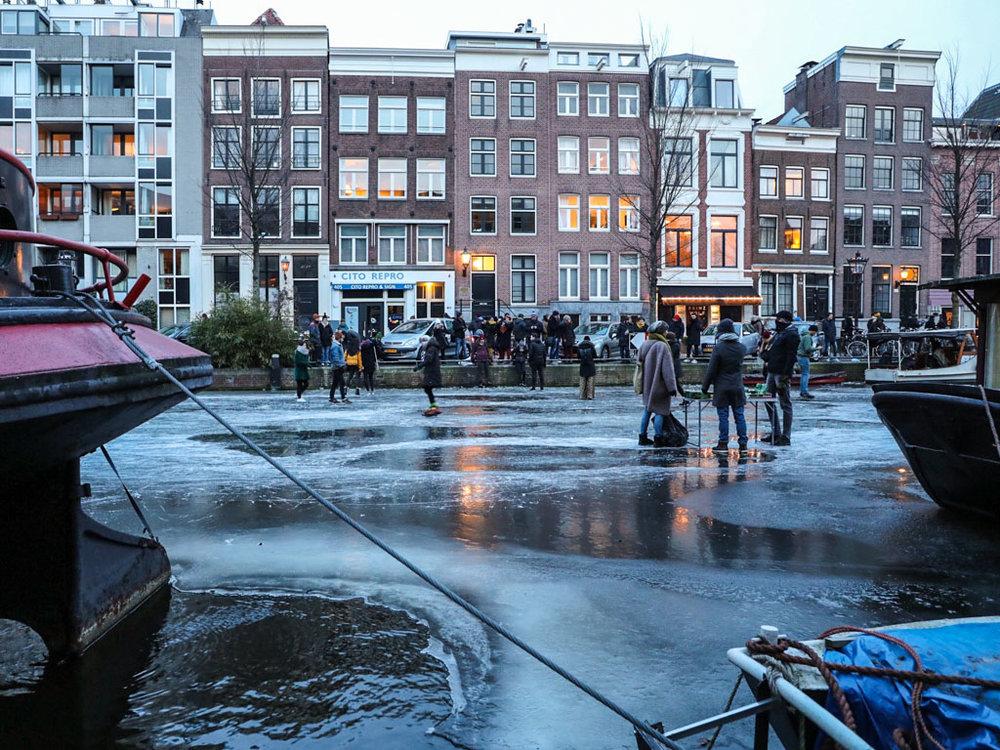 LilyWanderlust-Amsterdam-Frozen-Canals-31.jpg
