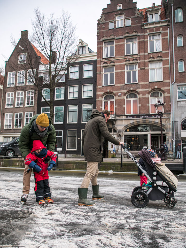 LilyWanderlust-Amsterdam-Frozen-Canals-33.jpg