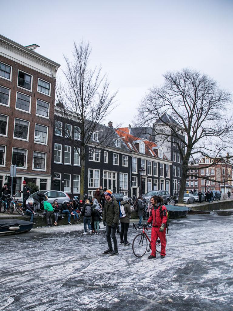 LilyWanderlust-Amsterdam-Frozen-Canals-34.jpg