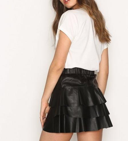 Ruffle short skirt - Vero Modanelly.com25 Eur