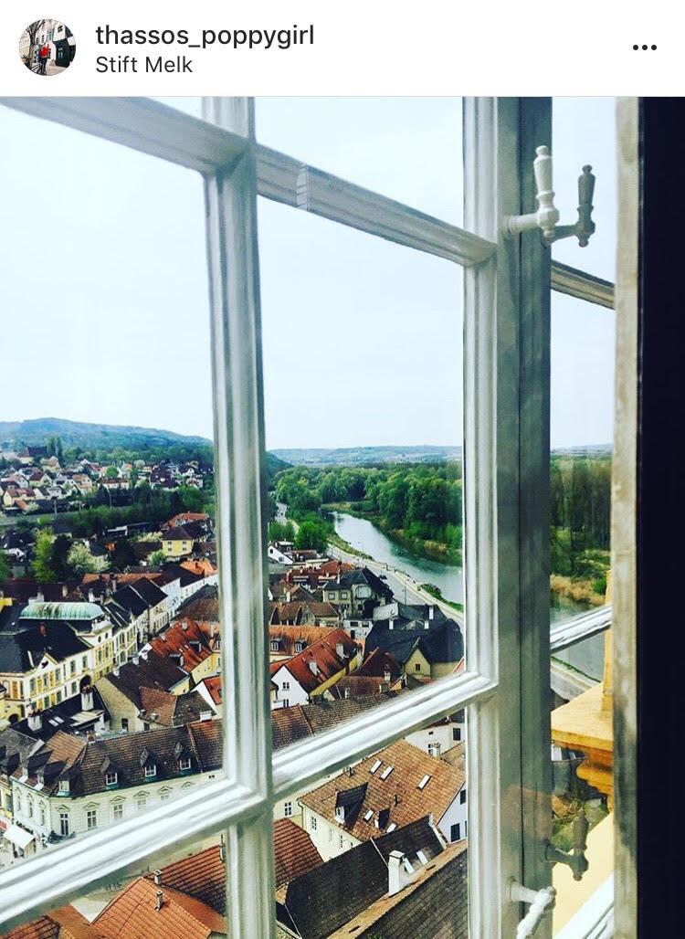 Поглед към града и Дунава