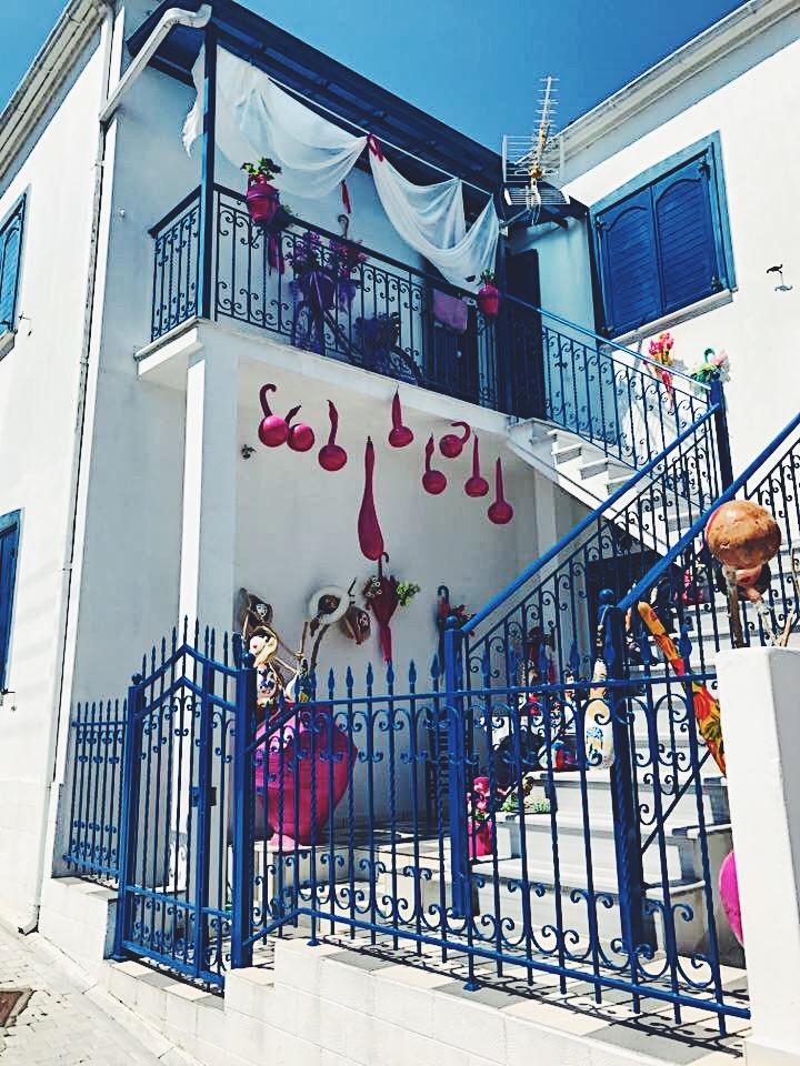 Най-цветната къща ще откриете в Панагия.