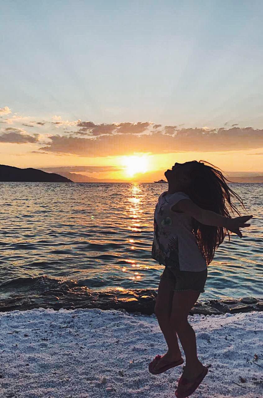 Най-красивият залез е на любимия ми плаж – Карнаджио.