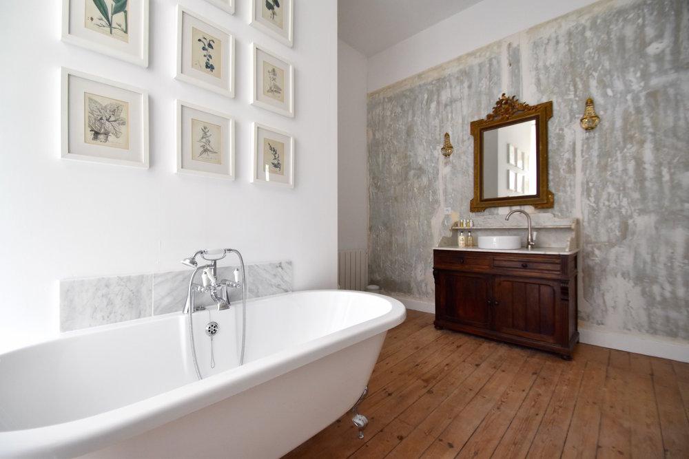 delmas bath and sink.jpg