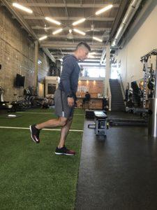 single-leg-deadlift-on-the-go-workouts