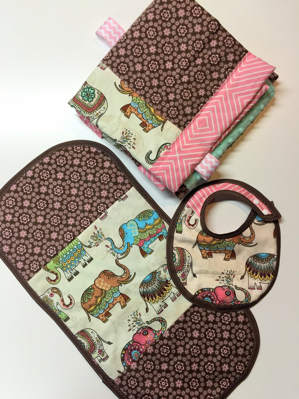 Baby shower gift set - Elephant March