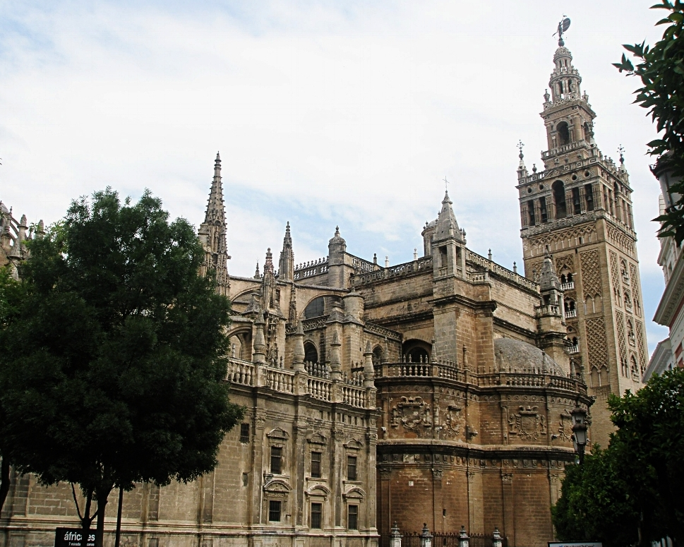 The Cathedral was built to incorporate the  Giralda  bell tower quite seamlessly.