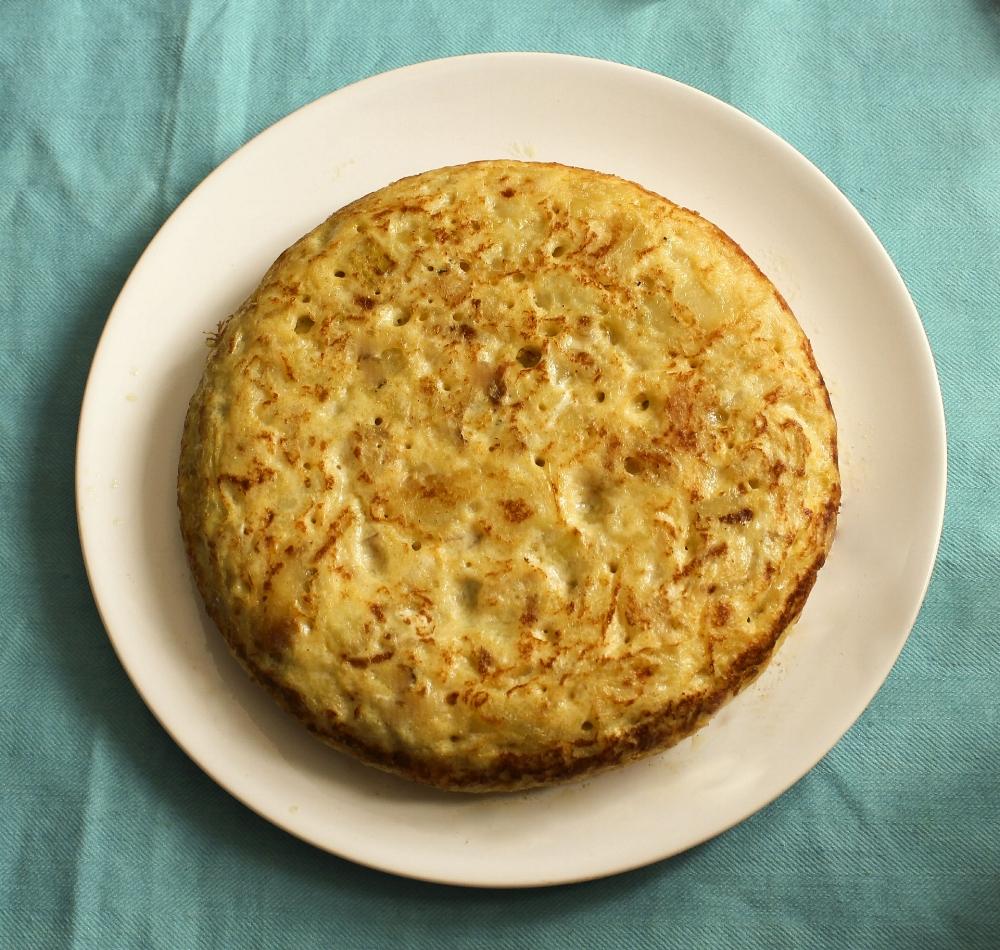 A classic  tortilla de patatas  Source:goo.gl/Zjvrt9