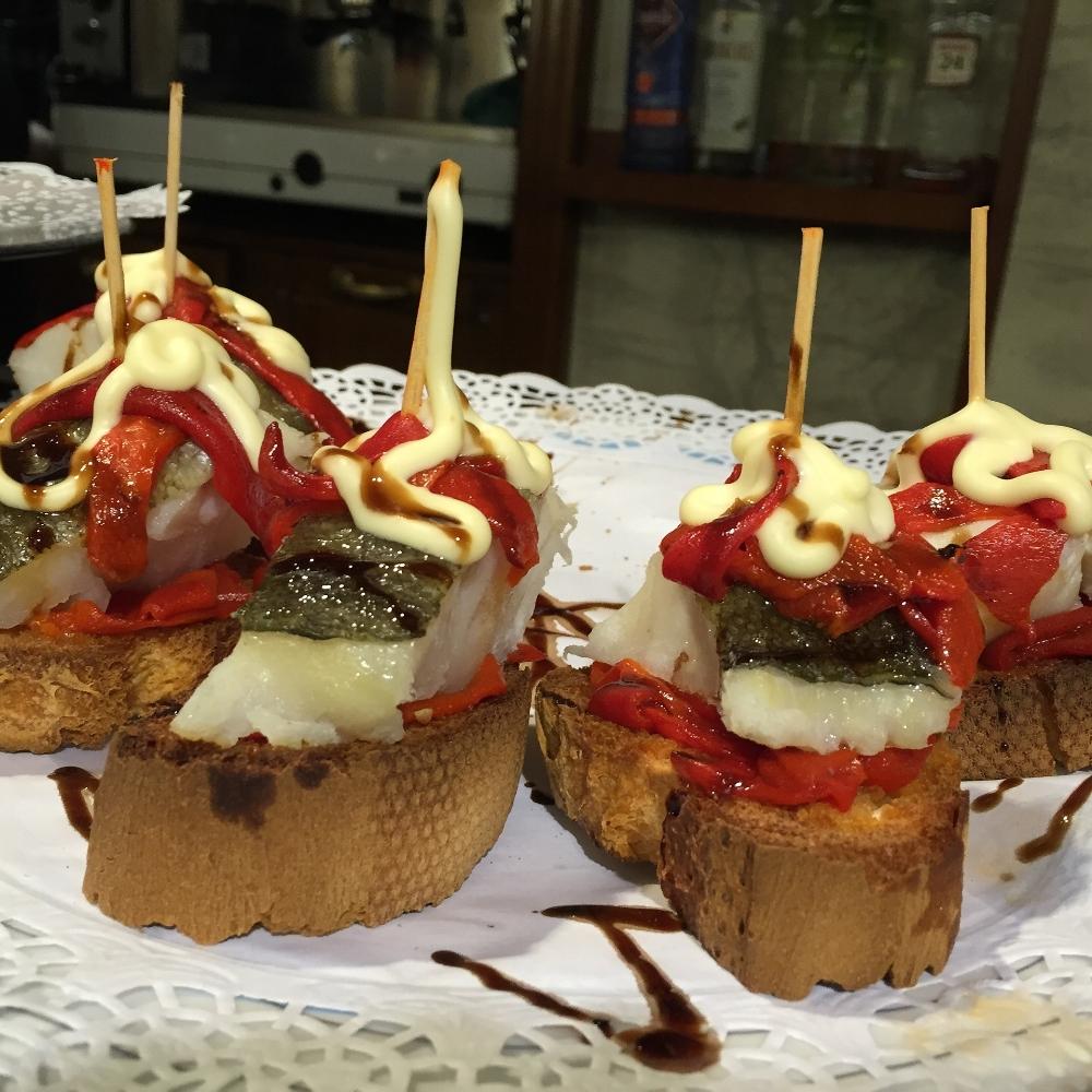 Photo Source: https://pixabay.com/es/pincho-tapas-espa%C3%B1a-espa%C3%B1ol-cocina-669895/